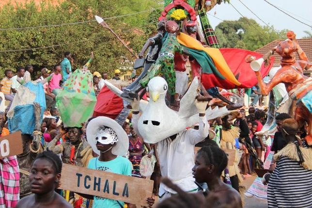 Guinea Bissau Aus Dem Dschungel In Den Grossten Karneval Westafrikas
